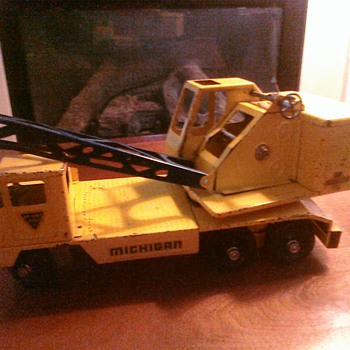 Pressed Steel crane from the 60's in great shape.