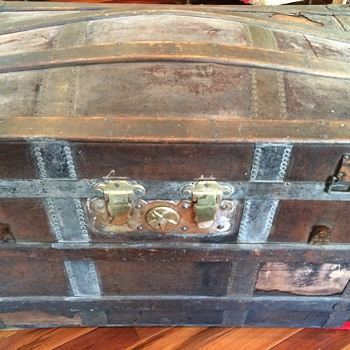 Barrel Stave trunk (leather covered) - Furniture