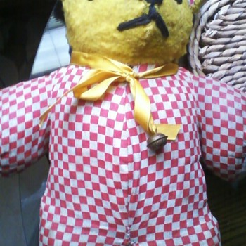 Mystery Bear: Anyone know what this cutie is? - Dolls