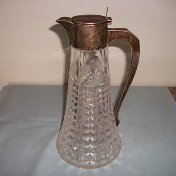 Can you indentify the patern/colection of this Waterford Decanter?