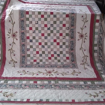1930's All hand sewn quilt... Scored at a thrift store for less than 20.00 - Rugs and Textiles