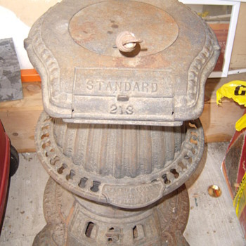 Florin Foundry Standard 213 pot belly coal stove.