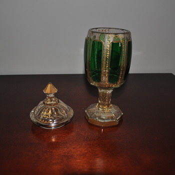 Unknown Green Goblet with lid and fine gold design - Glassware