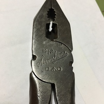 "Sunshine 1942 Defence Department 7"" pliers"