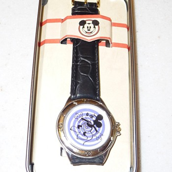 Spiral Disney Store Mickey Mouse Watch