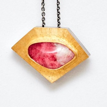 Silver and Gold Pendant with Tugtupite  (Denmark), 1980's - Fine Jewelry