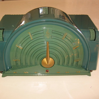 1954 Rare Art Deco Emerson Tube Radio model  744-B - Radios