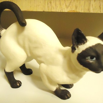 """I am $3.00 Siamese if you please!""  ""I am $3 Siamese if you don't please!"" - Figurines"