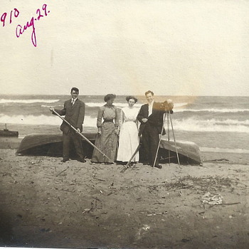"Grand Ma with the photographer""29 august 1910"""