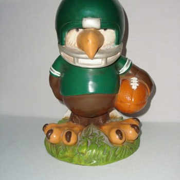 Huddles Football Statue Eagles Mascot - Art Pottery