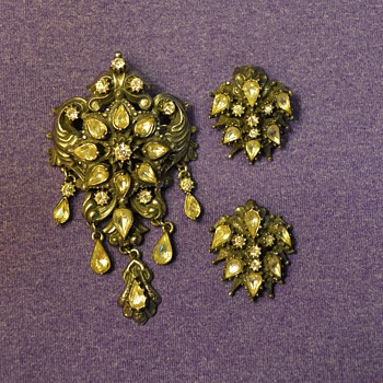 "Florenza Brooch and Earrings (""silver"") from my Great-Grandma - Costume Jewelry"