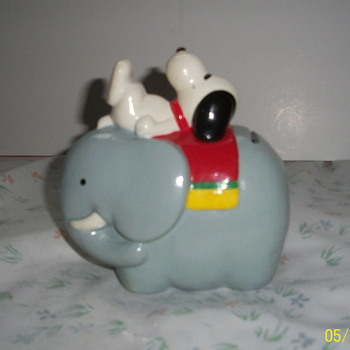 Snoopy on elephant bank