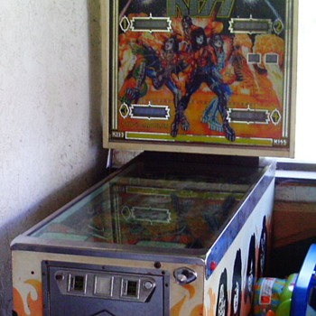 1978 BALLY KISS PINBALL - Coin Operated