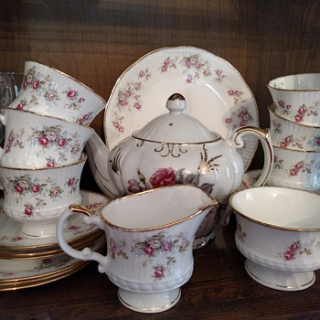 Rosamund Elizabethan Staffordshire china service for 8 - China and Dinnerware
