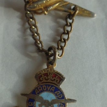 RCAF Pin with Plane Dakota - Military and Wartime