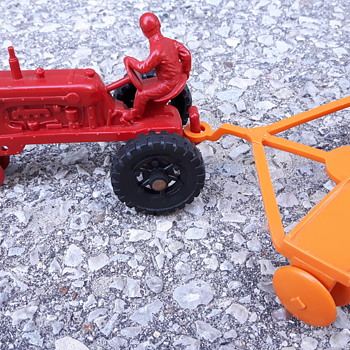 Marx Plastic Tractor with disc plow - Model Cars