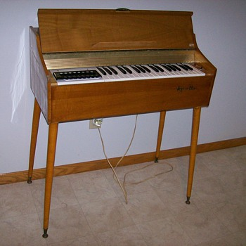 Vintage Electric Organ made in Italy