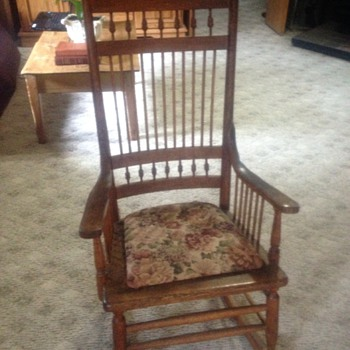 Beautiful antique rocking chair - Furniture