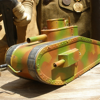 Hausser Model 0/730 - Erbsenfeuernden (Rapid Firing Tank). 1920s tinplate with flywheel. Germany.