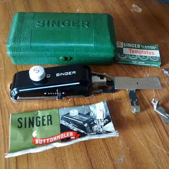 Singer Buttonholer with all the parts and instructions, complete and very useful