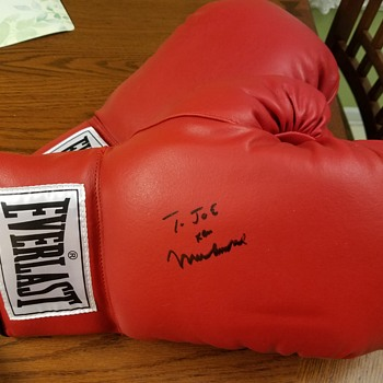 Signed boxing gloves Muhammad Ali