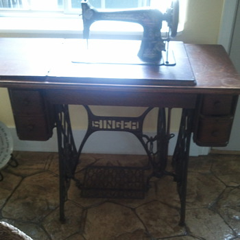 1893 Singer Sewing Machine