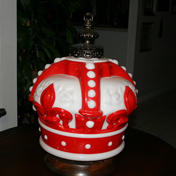 RED CROWN GAS GLOBE SWAG OR LAMP - Petroliana