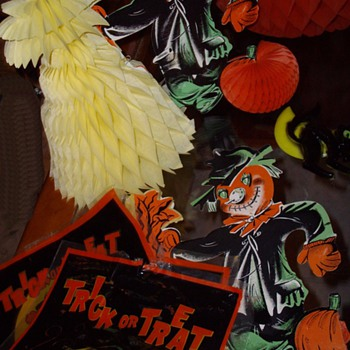 More Halloween decorations. - Paper