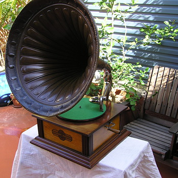 Kosmophon C 1920's European gramophone