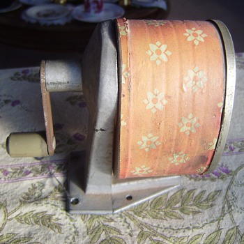 70's DAISY print pencil sharpener