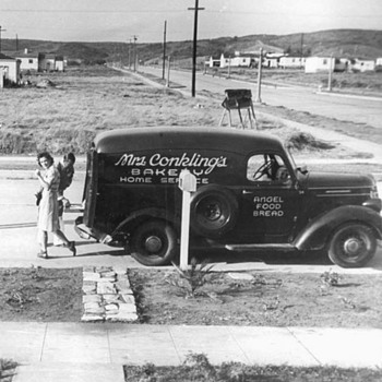 Did any of you have this home delivery truck ? - Photographs