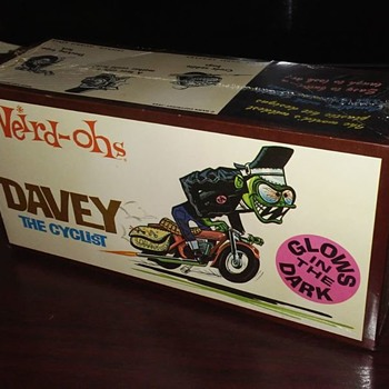 1960's Weird Oh's Davey Cyclist Glow in the dark model kit ! SEALED !