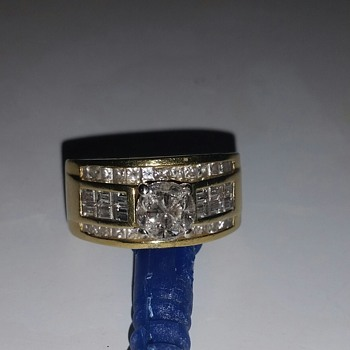 Two tone 18 kt diamond ring UNIQUE