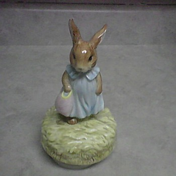 SCHMID MRS. FLOPSY BUNNY MUSIC FIGURINE