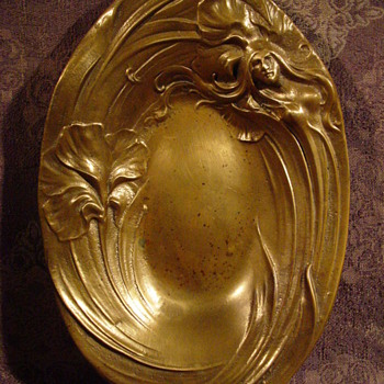 BRASS ? (PROBABLY)... GOLD ? (DREAM ON) BEAUTIFUL HAND CARVE ? DISH / ASH TRAY GIRL WITH HAIR FLOWING AROUND ENDING AS A FLOWER - Art Nouveau
