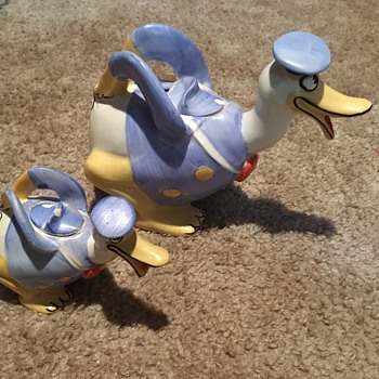 Duck figurine set