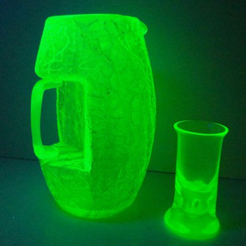LOETZ UNDER UV LIGHT I - Art Glass