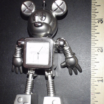 Have you seen this Mickey desk clock??