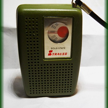 Vintage Pocket Radio -- Strauss  - Radios
