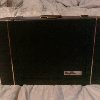 Magnavox 4 speed suitcase record player - Records