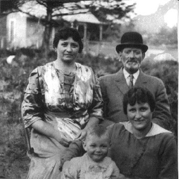 1915 Photograph of Great-Great Grandfather, Great-Great Aunt, and Two Cousins