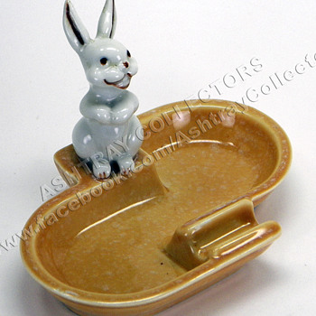 Pair of Hare Ashtrays - Tobacciana