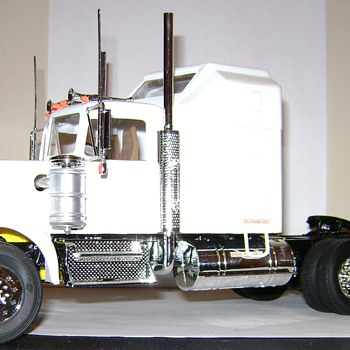 Kenworth W900 - Model Cars