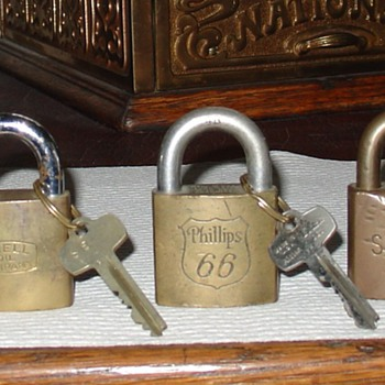 Texaco... Shell... Phillips 66...Sinclair...Standard Oil...Padlocks with Keys - Tools and Hardware