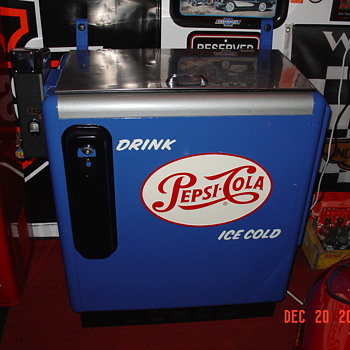 Embossed Pepsi Cola Ideal 55 Slider...Single Dot...10 Cent Chest Machine...With Key...From The Fifties - Coin Operated