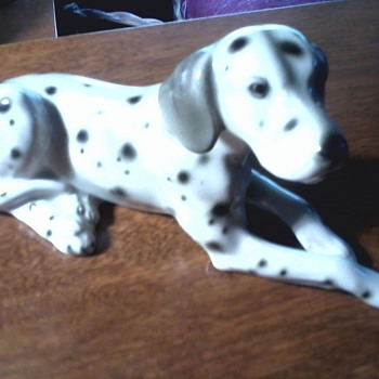 """ Wein Keramos"" Austrian Porcelain / ""Reclining Dalmatian"" Figurine / Beautifully Sculpted ! - Art Pottery"