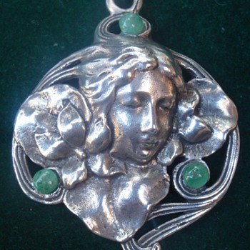 Art Nouveau 'Modesty' pendant, Lauer & Wiedmann - Art Nouveau