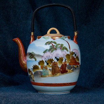 Japanese Kutani Teapot - Asian