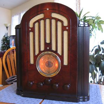 1934 RCA MODEL 128 - Radios