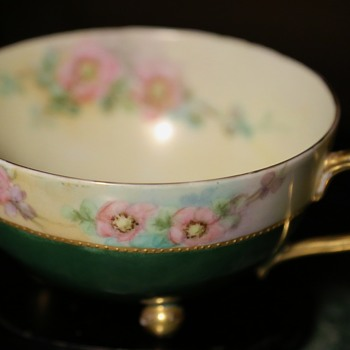 Teacup with 3 ball feet - European?